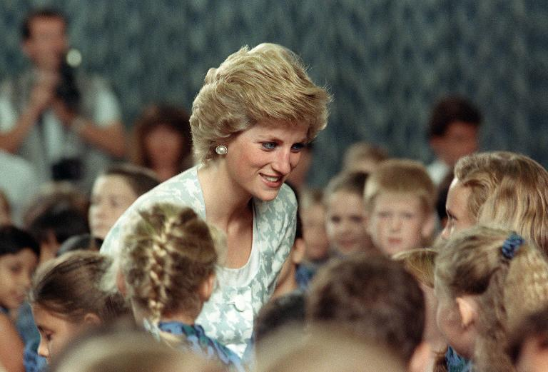 wpid-princess-of-wales-diana-chats-with-children-on-november-6-1989-during-her-visit-to-the-british-international-school-in-jakarta.jpg